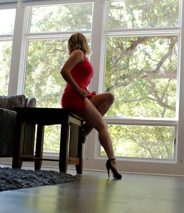 Megan Love, Nashville escort in red dress