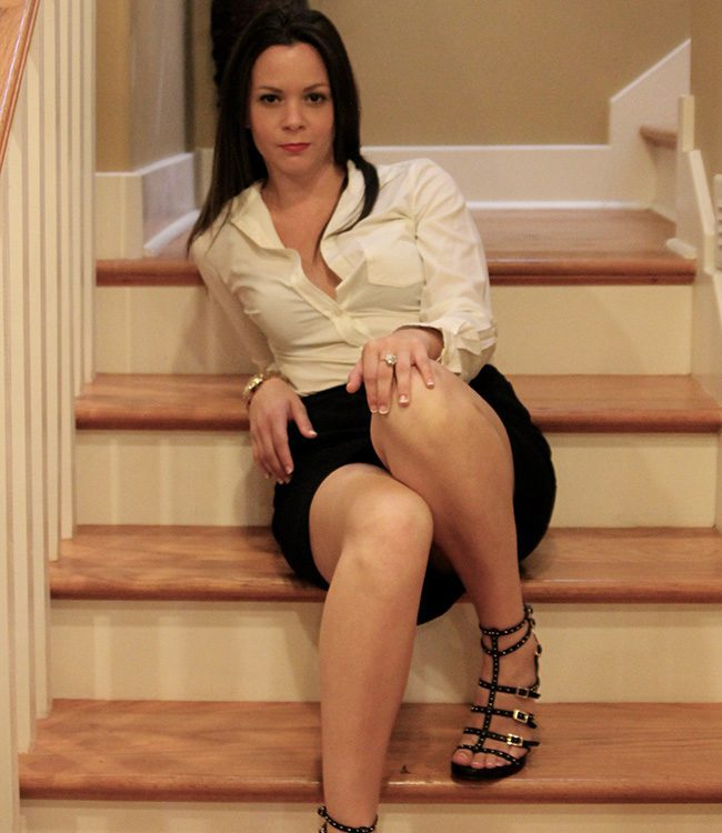 Jessica Rockefeller, Nashville escort, wearing black skirt